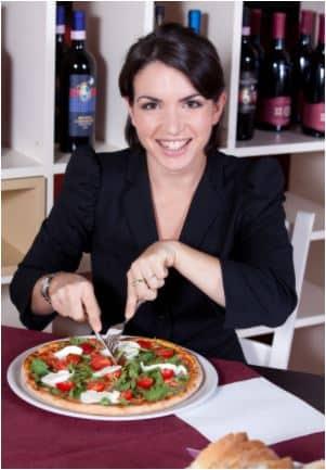 Femme enceinte et pizza